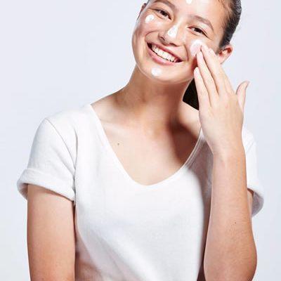 Cremas hidratantes y antiarrugas, jóvenes a los 40