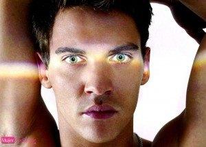 chicos con los ojos más bonitos