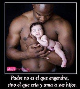 foto de un padre con su hijo, el que le cria y educa