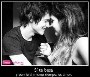 Frase de amor, si te besa y sonrie al mismo tiempo
