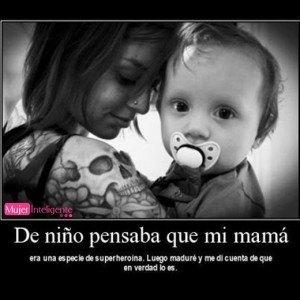 foto y frase de amor de madre, mi madre es una superhéroe - frases de madres e hijos