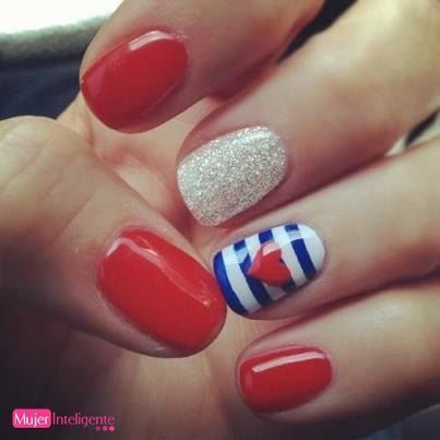 looks de moda asequible manicura corazon