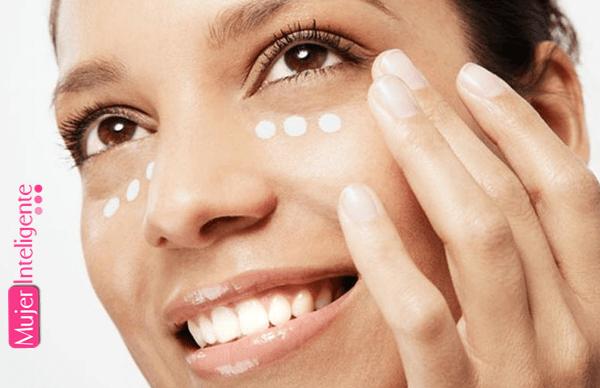 Cómo aplicar una crema para el contorno de ojos correctamente