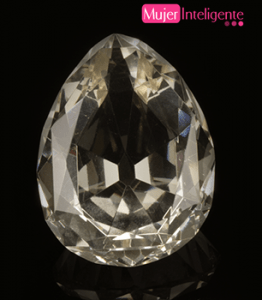 El Estrella de África o Gran Estrella Imperial de África  pesa 530 quilates y era el mayor diamante tallado del mundo hasta que en 1985 cuando fue desplazado por el Golden Jubilee.  Forma parte del cetro del rey Eduardo VII y actualmente está en la Torre de Londres.