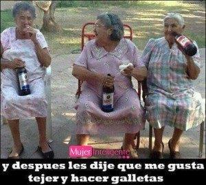 imagen-graciosa-abuelas-bebiendo