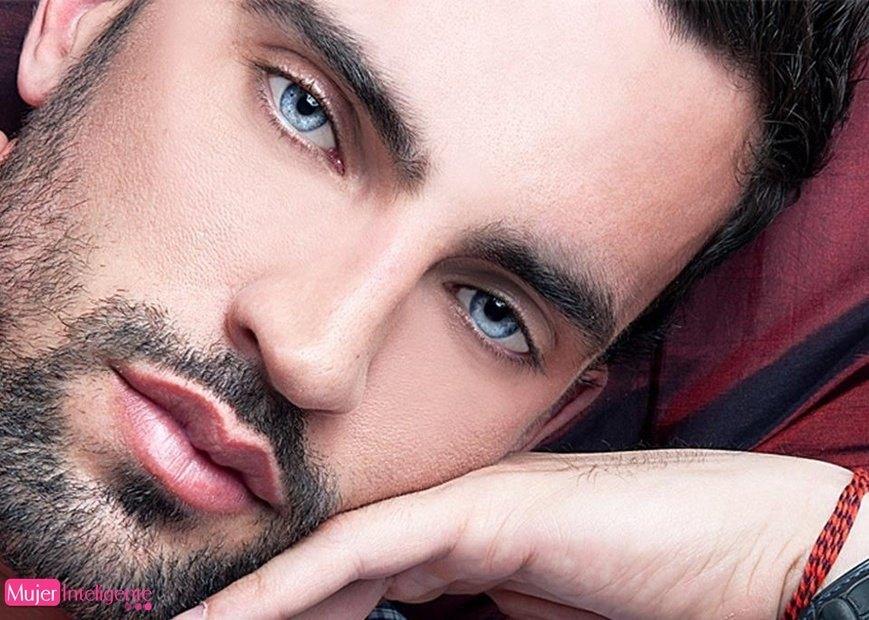 Morenazo Ojos Azules Mujer Inteligente