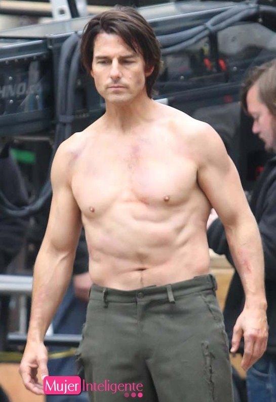 Tom Cruise sin camisa