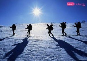 Practicar deportes de invierno. Travesía.